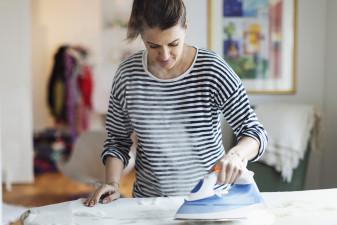 Kvinnors karriärer hämmas av obetalt hemarbete