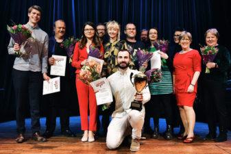 Alla fnalister i Forskar Grand Prix 2018, med vinnaren Rezan Güler längst fram
