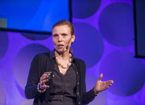 Laura Hartman presenterar